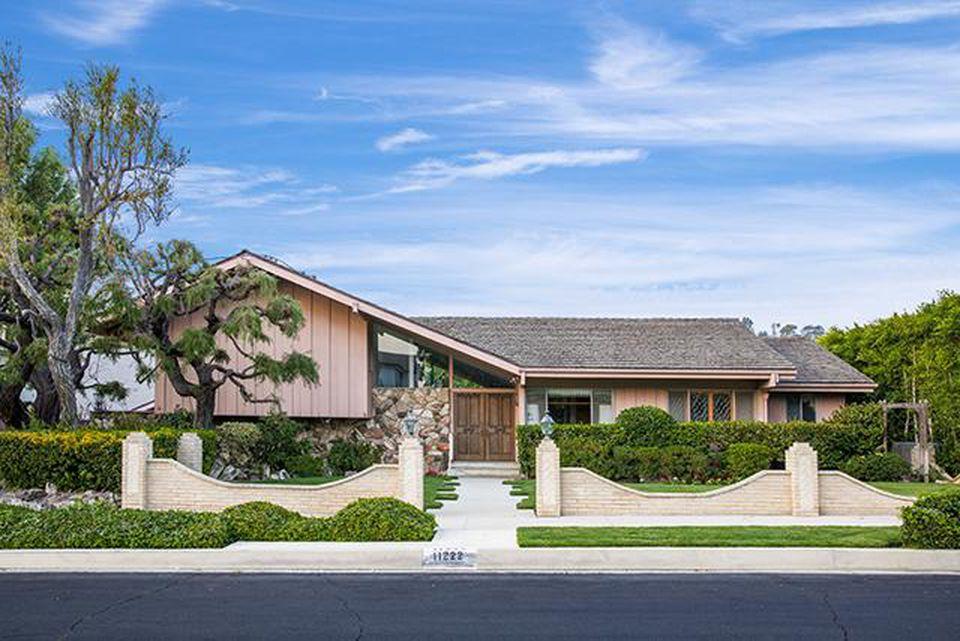 Brady Bunch home sold to HGTV, not Lance Bass